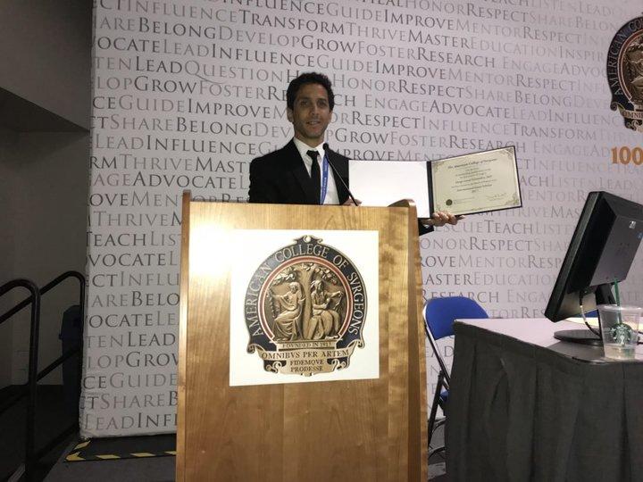 Fue elegido entre los 3 mejores jóvenes cirujanos del mundo.