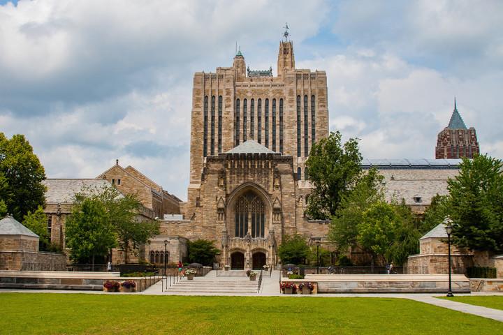 Yale University da Gratis un Curso On line para ser feliz ! -